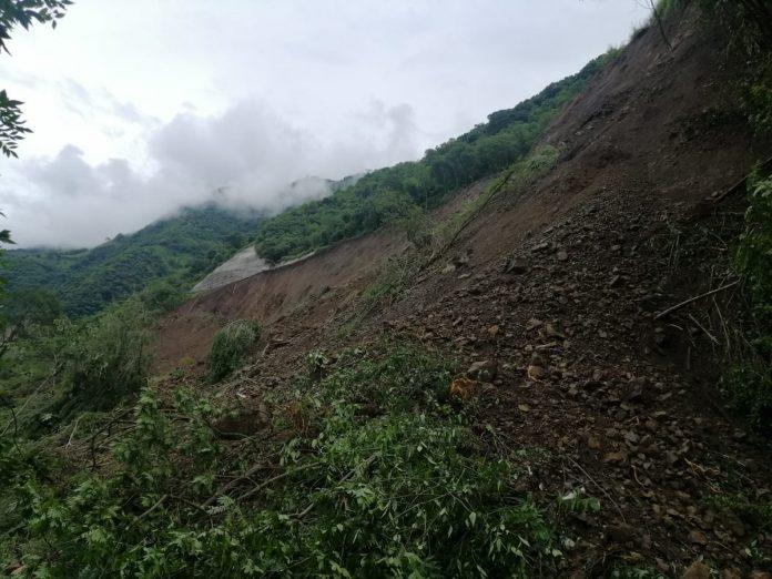 Derrumbe en la quebrada Sinifaná obligó al cierre en vía al Suroeste