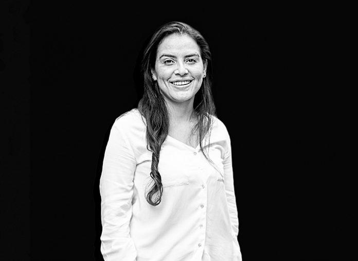 Karla Barrientos dirige la fundación Tortugas de Mar