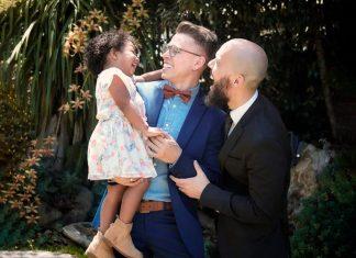 primera pareja homosexual en adoptar en el país