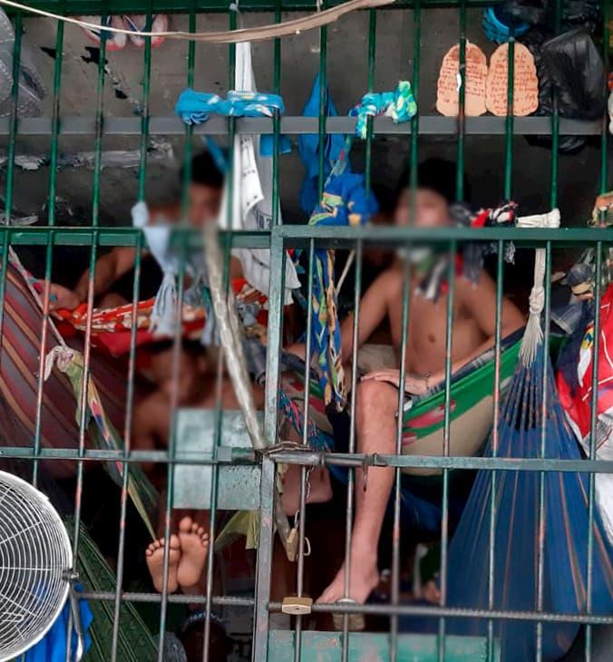 Hacinamiento en los calabozos de laestación de Policía de El Poblado