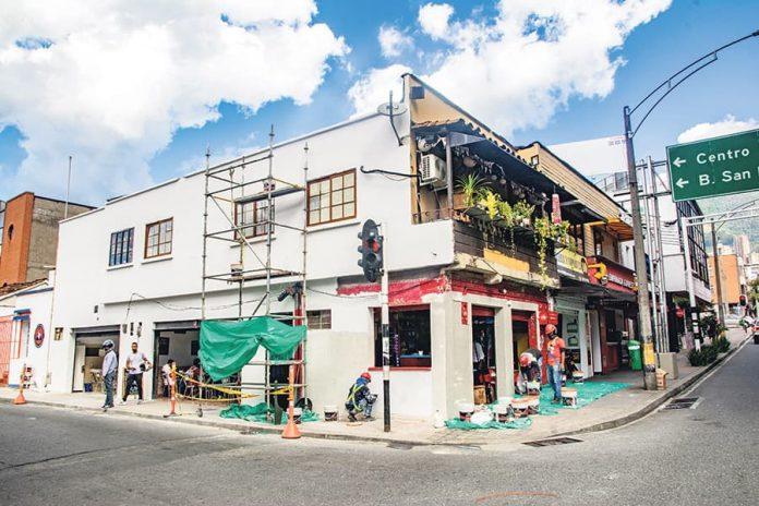 Las fachadas de la calle 10 en El Poblado comienzan a llenarse de color