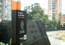 códigos QR que llevan a la web de Medellín Abraza Su Historia