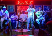 Encantigo, la música salsa que encanta las noches de El Poblado