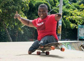 Freddy Marimón es doble campeón mundial en surf adaptado y es ejemplo de superación con tan solo 14 años de edad.