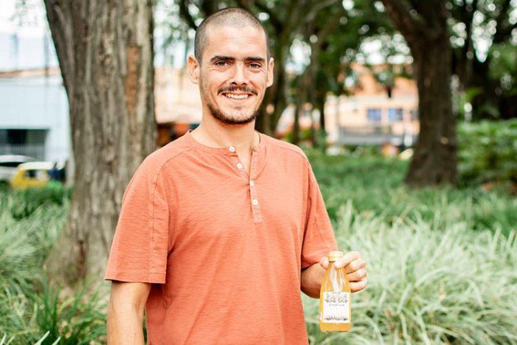 """""""La kombucha la venden en EE.UU. como la cerveza, en todos los mercados"""": Alejandro Smith."""