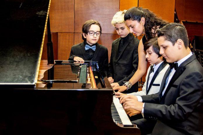 Cuatro niños de Medellín en Festival Petrof