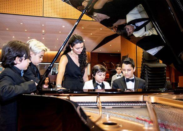 Eafit es uno de los espacios en que practican piano. Foto Instagram @pequenossolistas.