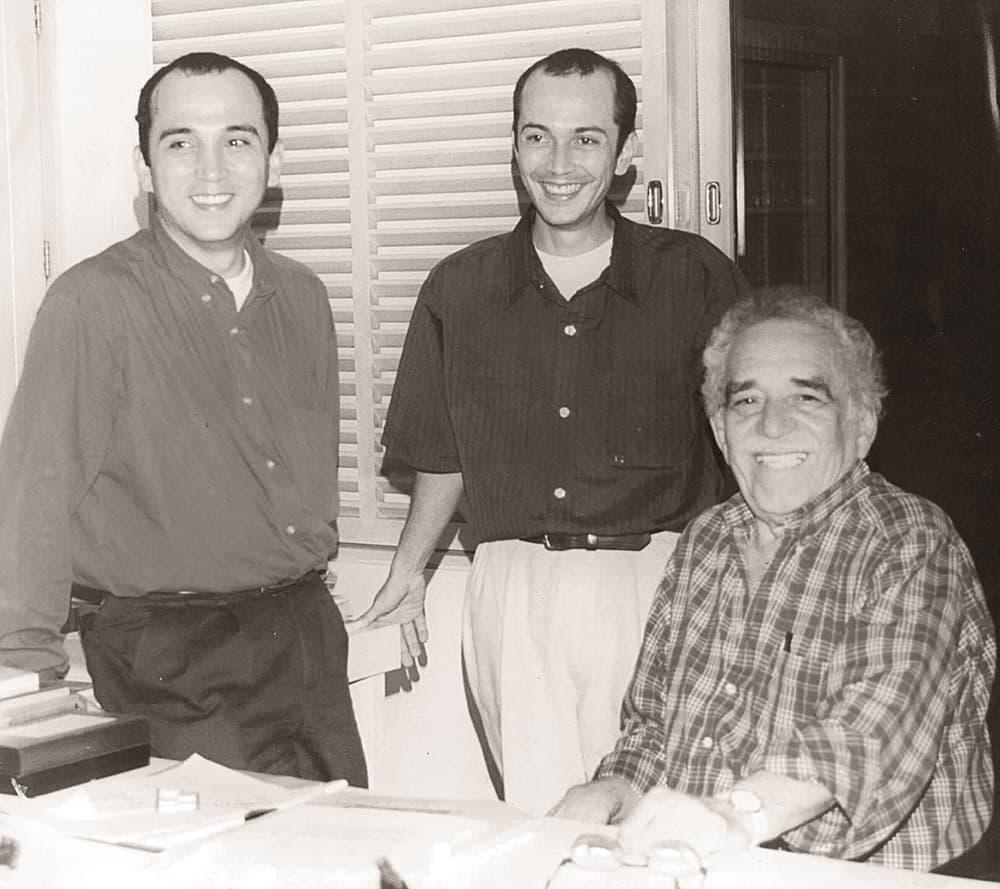 Julio y Manuel Posada en la reunión con Gabo, en su casa en Cartagena, en 1998.