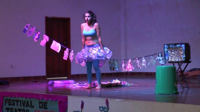 Obra de teatro Miss Plástico