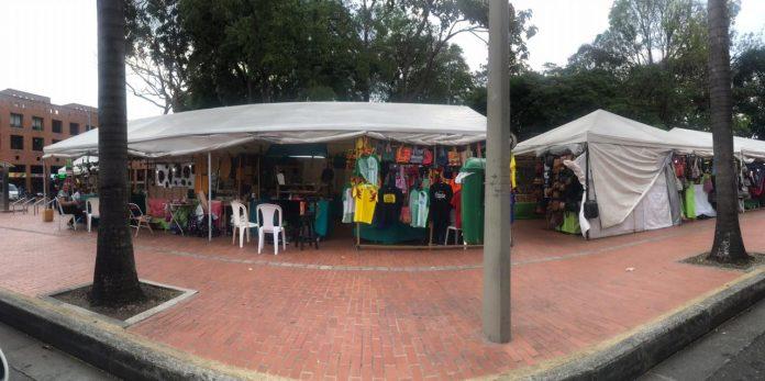 Mercado artesanal en el Parque de El Poblado sigue funcionando
