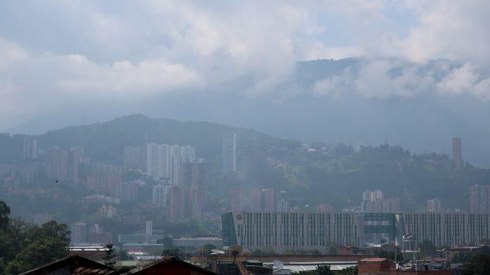 Al tráfico pesado también se atribuye el estado de calidad moderada del aire, pese a la situación de aislamiento.