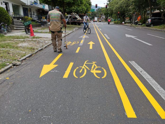 Demarcación de carriles prioritarios para ciclistas en las calles de Medellín. Autoridades invitan a la prudencia de todos los conductores.