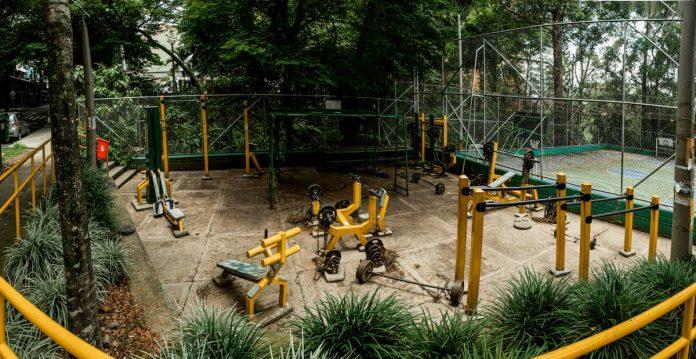 La práctica en gimnasios al aire libre permanecerá restringida.