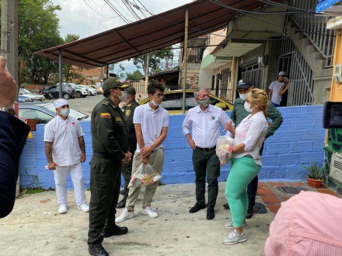 Politécnico Jaime Isaza Cadavid entrega ayudas
