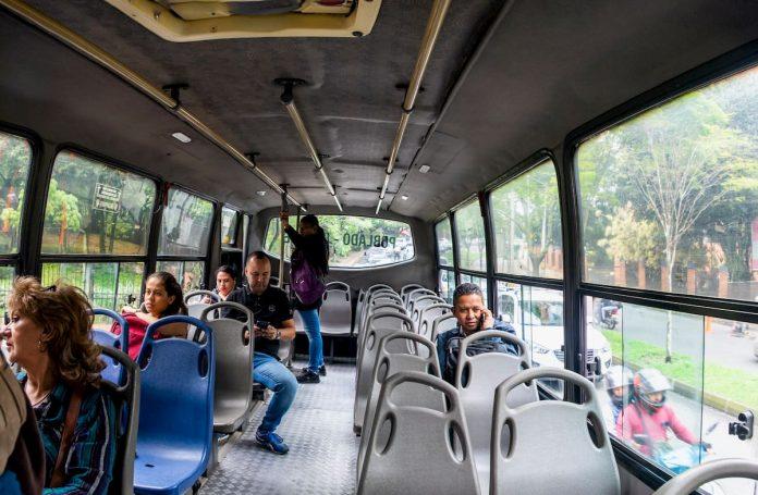 El Gobierno definió las distancias mínimas entre pasajeros usuarios del transporte público.