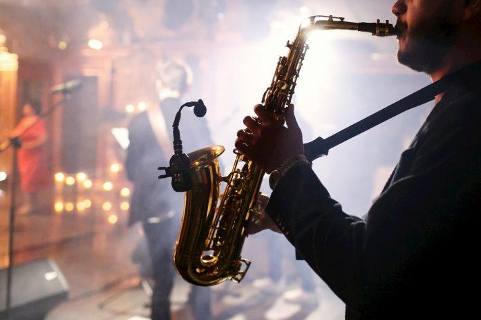 Una selección de grandes artistas de jazz dirigirá sesiones educativas interactivas en seis idiomas.