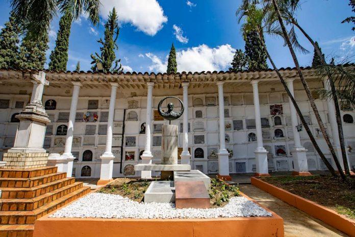 capacidad de los cementerios de Medellín por COVID-19