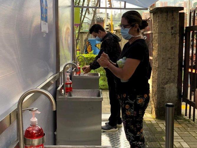 Movilidad instaló lavamanos portátiles para cumplir con los protocolos de bioseguridad. Fotos cortesía de Alcaldía de Envigado.