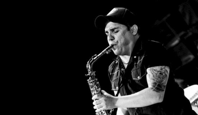 Juan Sebastian Rivera, Juanito, el hombre del saxofón en Trilogía.
