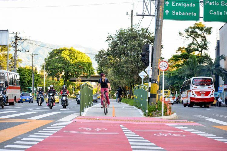 Aplaudo que el plan busque elevar el número de viajes en bicicleta, pero contrasta con que se quieran construir apenas 15 kilómetros de ciclorrutas.