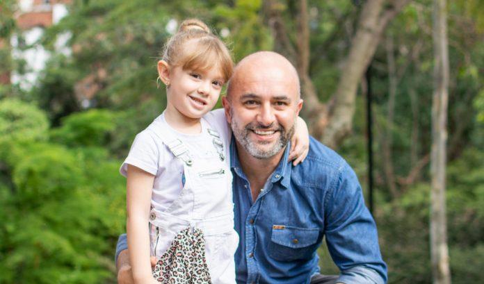 Hernán Mejía y su hija