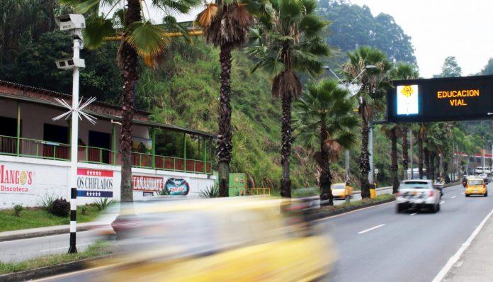 SuperTransporte señala que las Secretarías de Movilidad de Medellín y de Envigado presuntamente han impuesto órdenes de comparendo haciendo uso de sistemas no autorizados.
