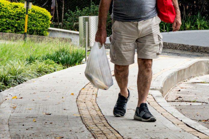 El Grupo Éxito indicó que tiene establecidas medidas de horarios especiales para el ingreso cómodo y seguro de los adultos mayores y que realiza el control del pico y cédula. Por su parte Oviedo informó que realiza control en todos los accesos habilitados.