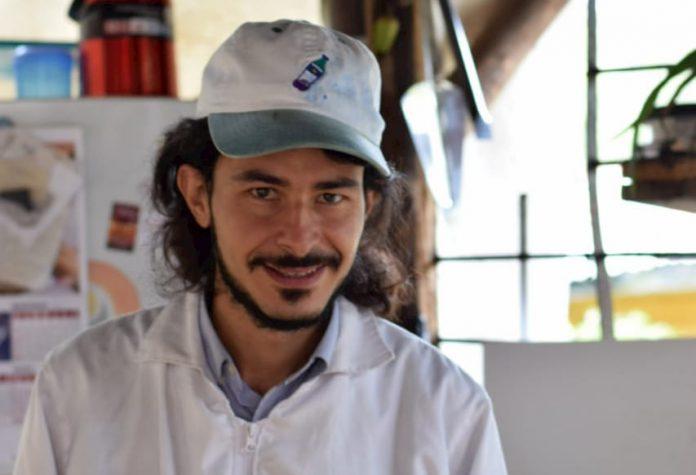 A Juan le gusta la montaña, el campo, el aroma de la tierra mojada en la mañana. Se escapó del sistema de ganar y gastar dinero y llegó a Santa Elena donde comenzó un proyecto de alojamiento para extranjeros.