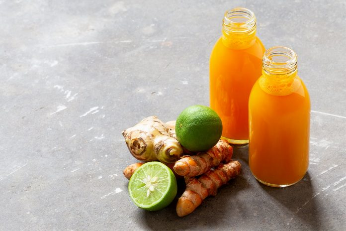 Shot de limón, apio y cúrcuma