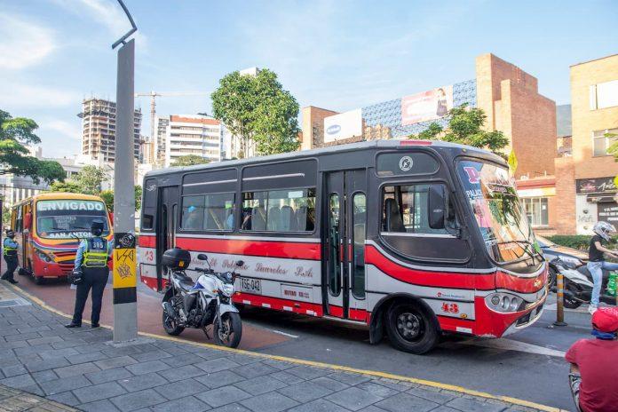 La crisis de los buses de Medellín: el caso de Poblado Laureles