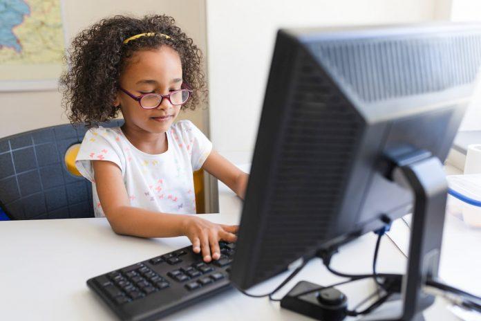 Donación de computadores en Rionegro