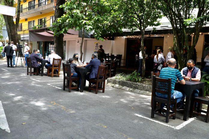Calle de la buena mesa, peatonal en Envigado
