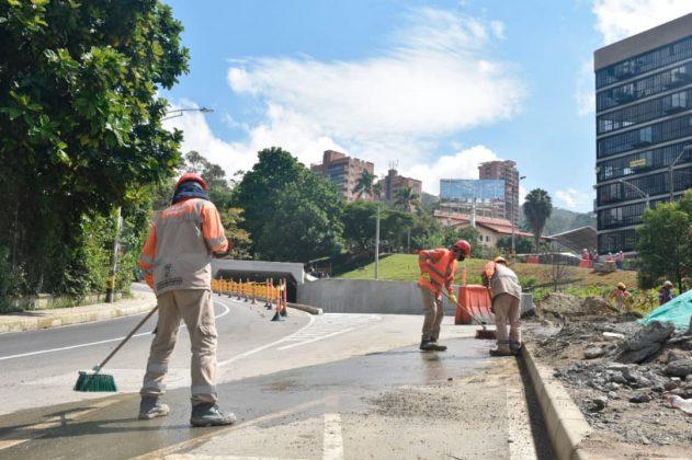 Obreros del Municipio daban esta mañana del jueves 24 los últimos toques al nuevo paso por la avenida 34.
