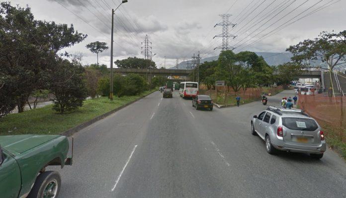 cerró el acceso que de la Regional llevaba hacia Envigado