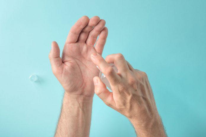 ¡Cuidado! el antibacterial que usa puede contener metanol
