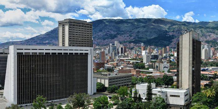 Alcaldía de Medellín suspende beneficios por pago de impuestos