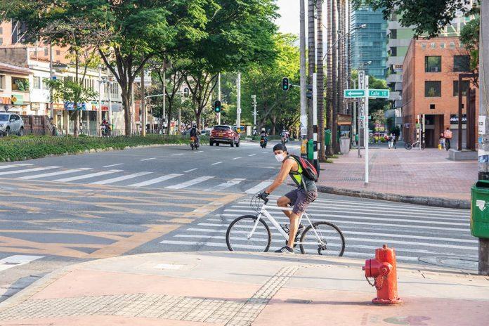 Los ciclistas también deben respetar las normas
