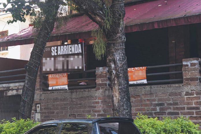 Comerciantes perjudicados por toque de queda y ley seca en Medellín