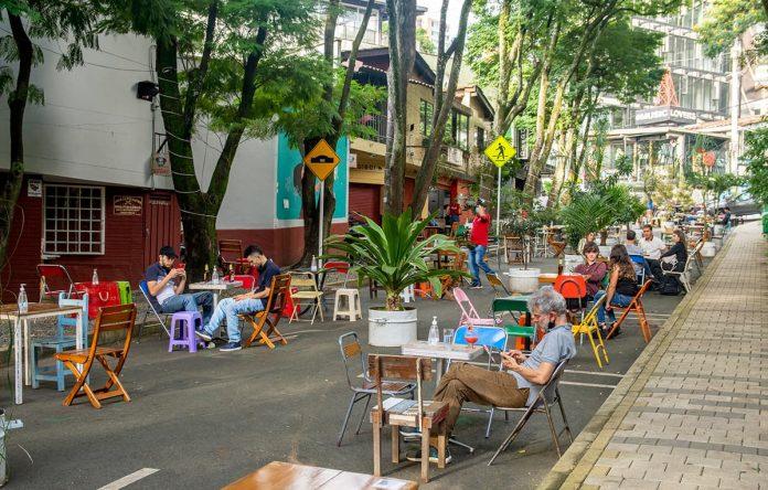 La Alcaldía de Medellín decretó disminución de aportes por uso del espacio público para beneficio de comerciantes
