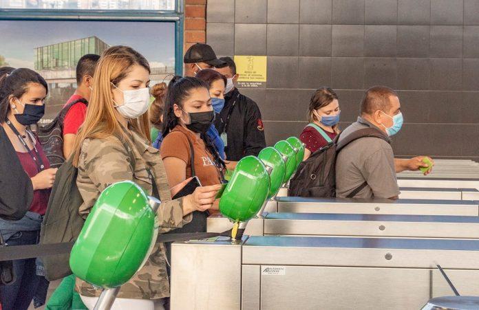 Metro de Medellín mantiene sus horarios durante el toque de queda