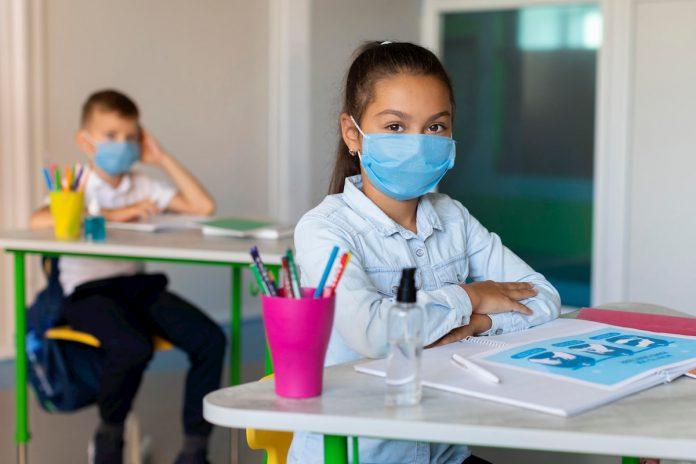 Colegios privados piden asistencia presencial