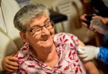 vacunación de adultos mayores de 80 años en Medellín