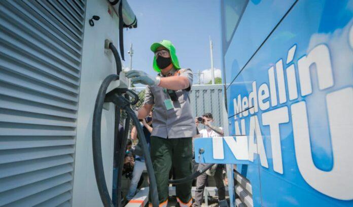 Alcaldía de Medellín instala nueva estación de recarga para buses eléctricos