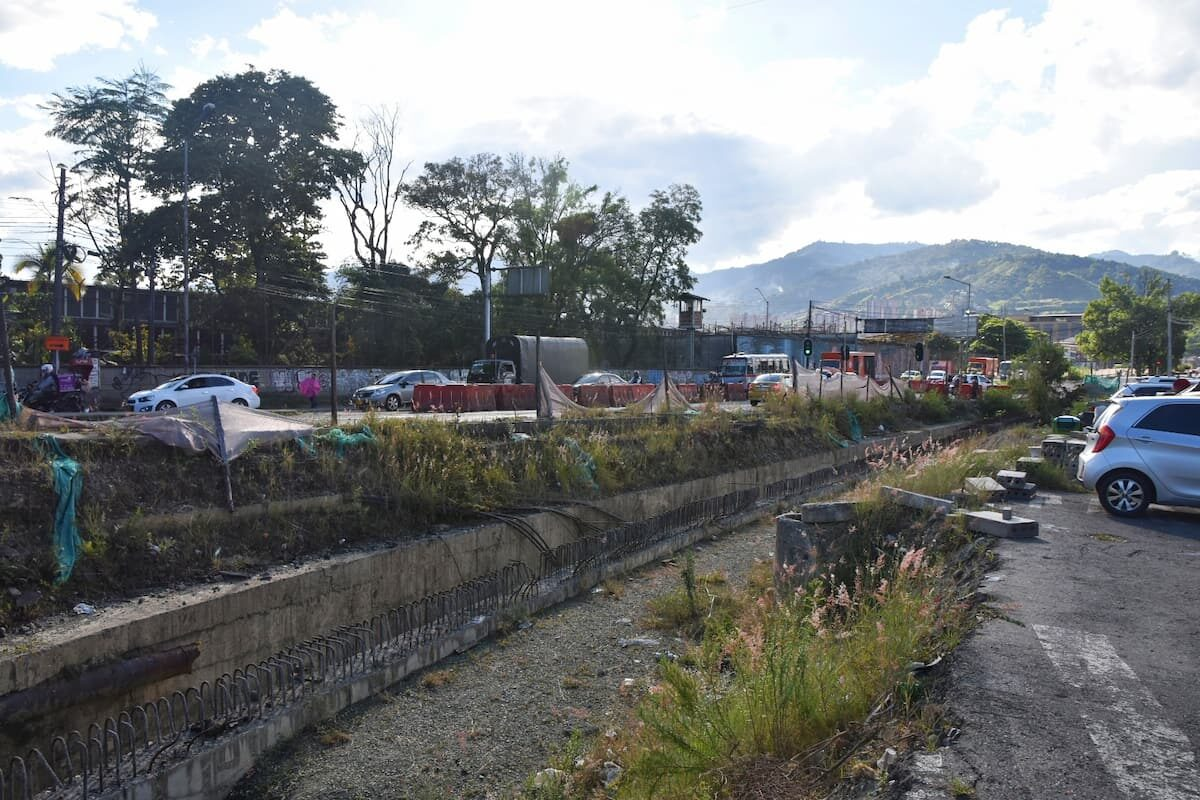 Obra Metroplus en la Aguacatala-04