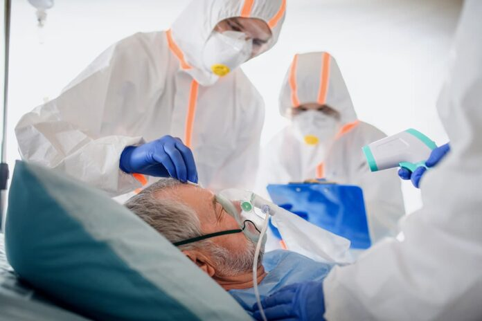 Trabajadores de la salud, en la UCI