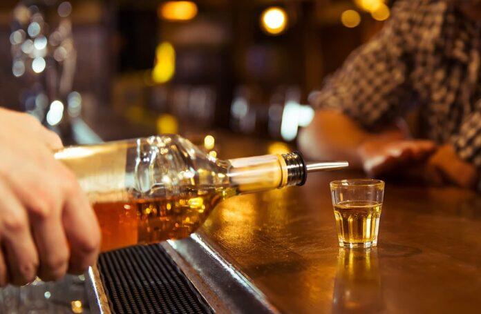 En Medellín, bares y restaurantes podrán vender licores hasta las 2 de la mañana