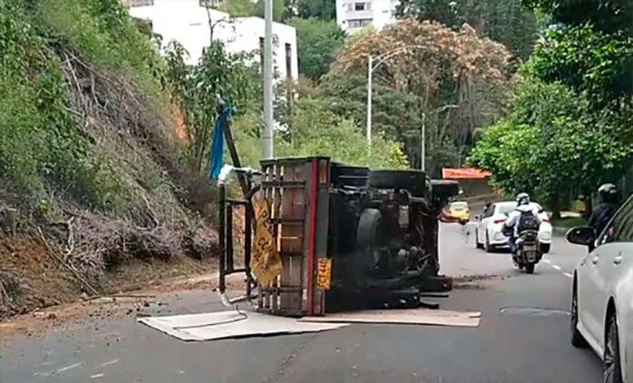 Volcamiento de vehículo en El Poblado no dejó lesionados