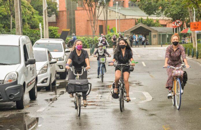 En el primer Eco Día en Medellín, una ruta desde El Poblado para ir al trabajo en bicicleta