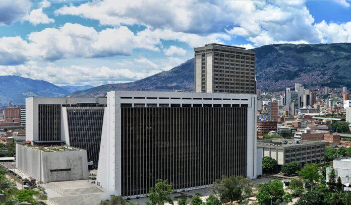 La gobernación de Antioquia recibe reconocimiento nacional por la agilización de sus trámites