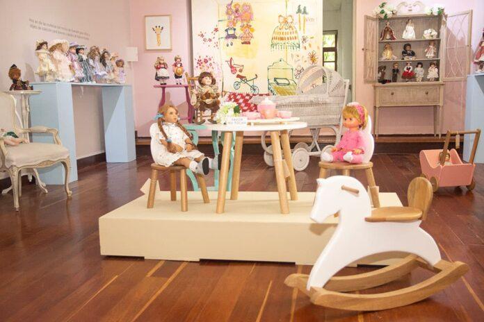 Exposición de muñecas antiguas, en el Museo El Castillo